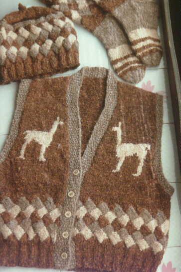 05vs Llama Vest Chapeaux Knitting Pattern Spincraft Knitting